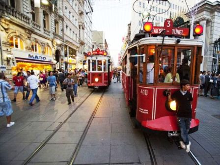 Tram in Istanbul Beyoglu-Last Minute Hotels in Istanbul buchen