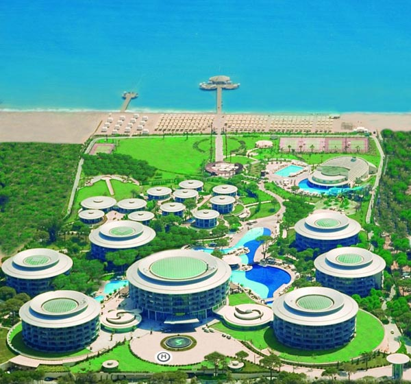 Gesamte Hotelanlage Calista Luxury Resort am Meer