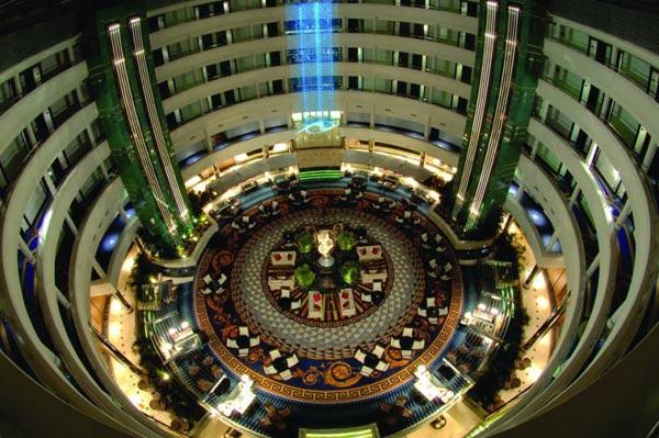 Zentraler Innenbereich des Hotels Calista Luxury Resort