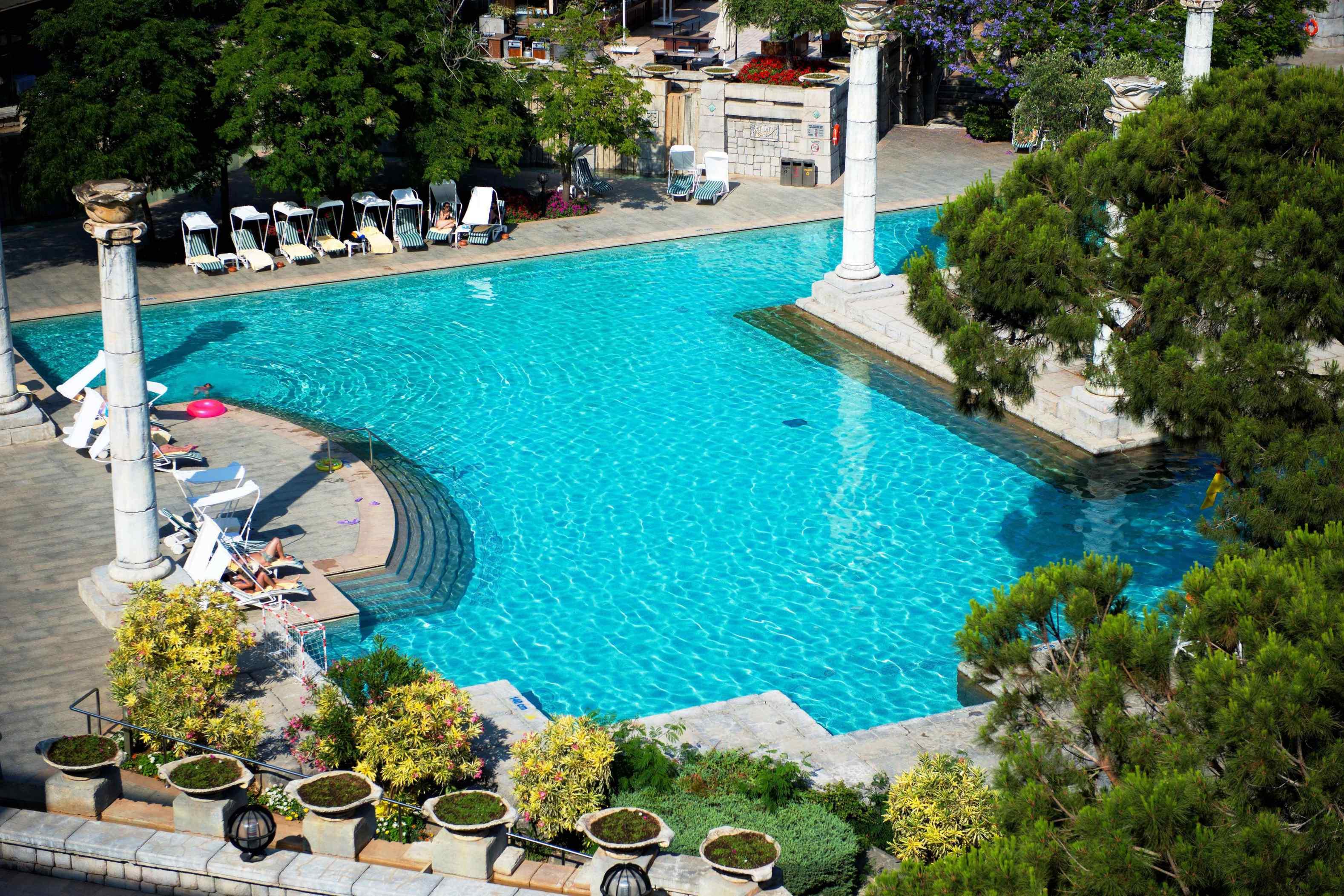 Hotel-Xanadu-Resort-Belek-Antique-pool