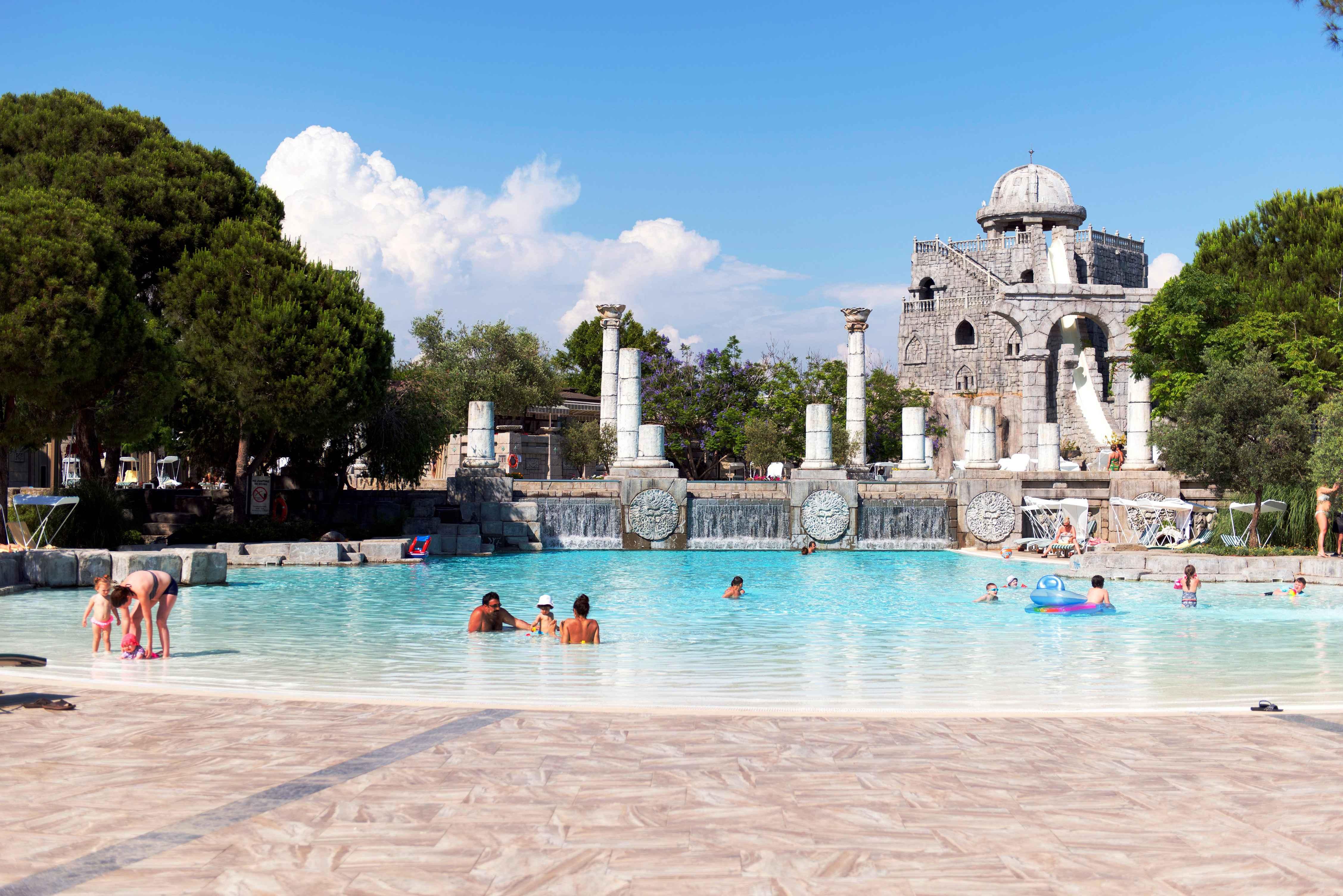 Hotel-Xanadu-Resort-Belek-Pool